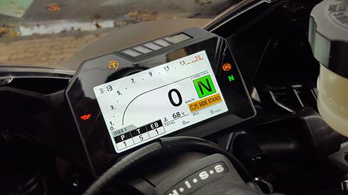Đồng hồ dạng màn hình TFT màu.