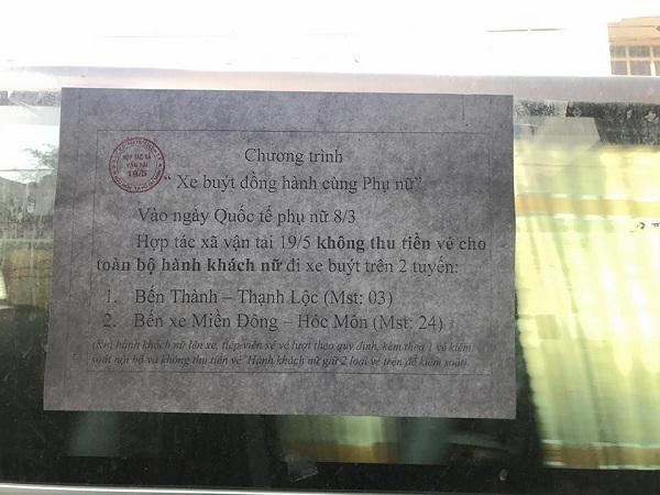Tờ thông báo giản dị nhưng là cả tấm lòng quan tâm đối với phụ nữ của hãng xe buýt. (Nguồn: FB Phương Thảo)
