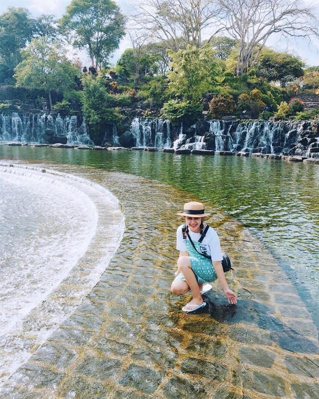 """Công viên Suối Mơ nằm tại địa chỉ số 9, ấp 6, xã Trà Cổ, huyện Tân Phú, tỉnh Đồng Nai, được ví như 1 phiên bản """"Làng Cù Lần Đà Lạt"""" tại Đồng Nai."""