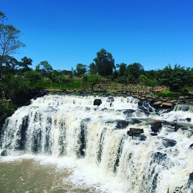 Thác Đá Hàn là 1 trong những điểm picnic tuyệt vời với vẻ đẹp hoang sơ của những núi đá, thác nước,...