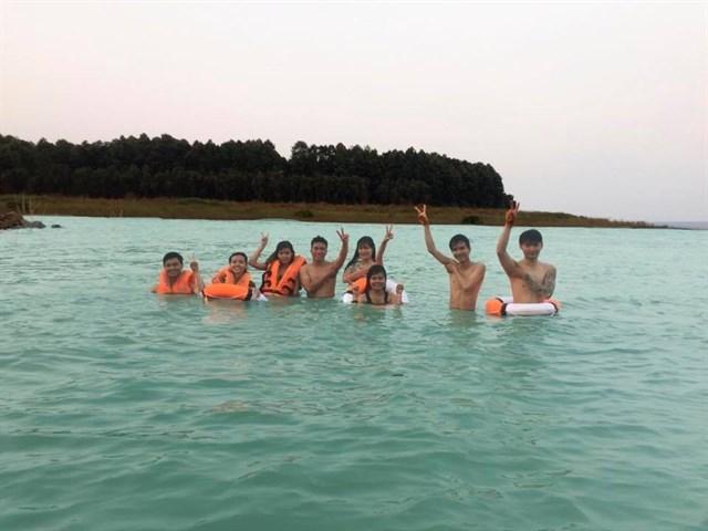 Đảo Ó hiện lên với vẻ đẹp yên bình, tĩnh lặng của dòng nước trong xanh.
