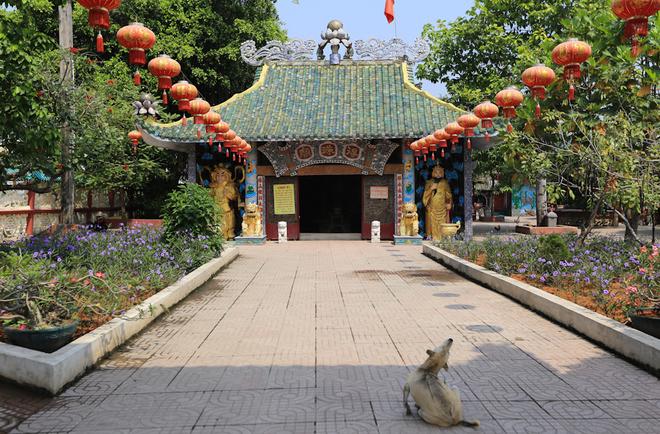 Sau nhiều lần trùng tu Phù Châu miếu đã trở nên khang trang và lối kiến trúc đặc sắc pha lẫn nét văn hóa Việt – Hoa. Chính điện của Phù Châu miếu được thiết kế cầu kỳ và đẹp mắt.