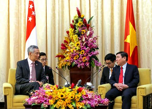 Ông Nguyễn Thành Phong đề nghị Singapore đầu tư khu công nghiệp thực phẩm sạch tại TP HCM. Ảnh: Quỳnh Trần.