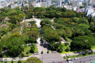 Công viên Lê Văn Tám (quận 1, TP HCM) trước năm 1975 là nghĩa trang Mạc Đĩnh Chi. Khu vực này được giới hạn bởi 4 tuyến đường Điện Biên Phủ - Hai Bà Trưng - Võ Thị Sáu và Phan Liêm.