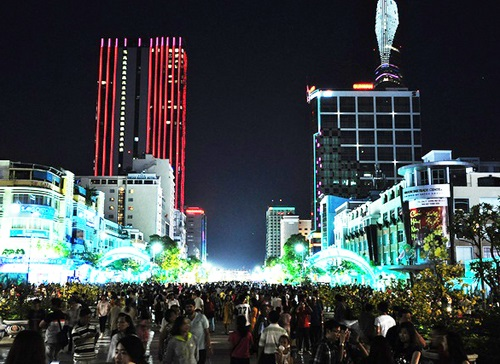 Những tuyến kết nối được với phố đi bộ Nguyễn Huệ (ảnh) được ưu tiên làm trước. Ảnh: Thiên Chương.