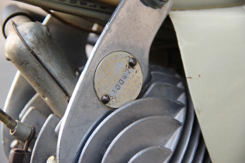 Số khung ghi năm sản xuất 1960.