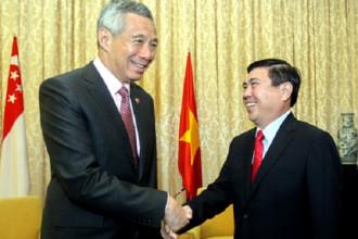 Chủ tịch UBND TP HCM Nguyễn Thành Phong tiếp Thủ tướng Singapore Lý Hiển Long tại Dinh Độc Lập. Ảnh: Quỳnh Trần.
