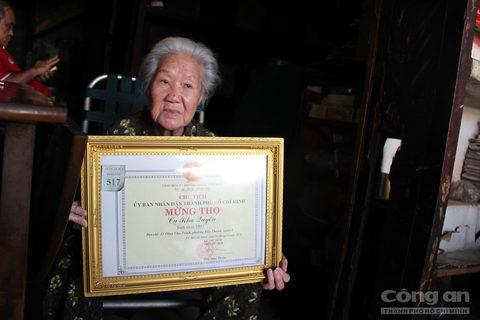 Sinh sống ở Sài Gòn vắt qua hai thế kỷ, bà Kha Quyên là người chứng kiến rất nhiều sự biến động của trung tâm Sài Gòn.
