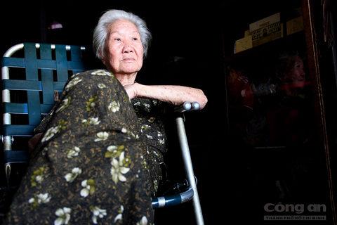 Bây giờ ngồi nhắc lại những giai đoạn thăng trầm của tiệm trà, bà Kha Quyên không khỏi chạnh lòng.