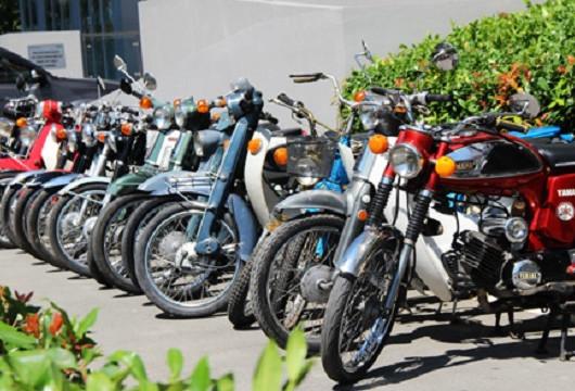 Dàn xe máy cổ hội tụ tại Sài Gòn dịp cuối tuần.