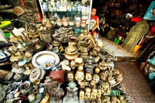 Phố đồ cồ Lê Công Kiều với đa dạng các loại mặt hàng - Nguồn: Duyên dáng Việt Nam