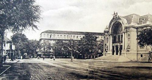 Đường Caitinat với nhà hát thành phố những năm đầu thế kỷ 20.