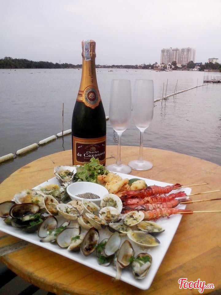 Đồ ăn tại Boat House được đánh giá cao.