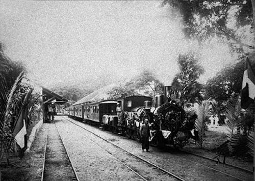Tuyến xe lửa Sài Gòn - Mỹ Tho được xây dựng năm 1885, dài 70 km.