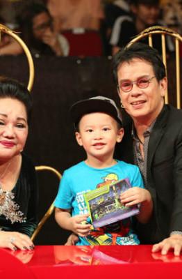 6 Giam khao Duc Huy dua vo con den phim truong (1)