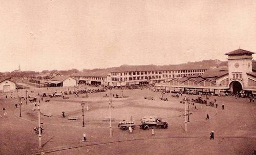 Khung cảnh chợ Bến Thành đầu thế kỷ 20.
