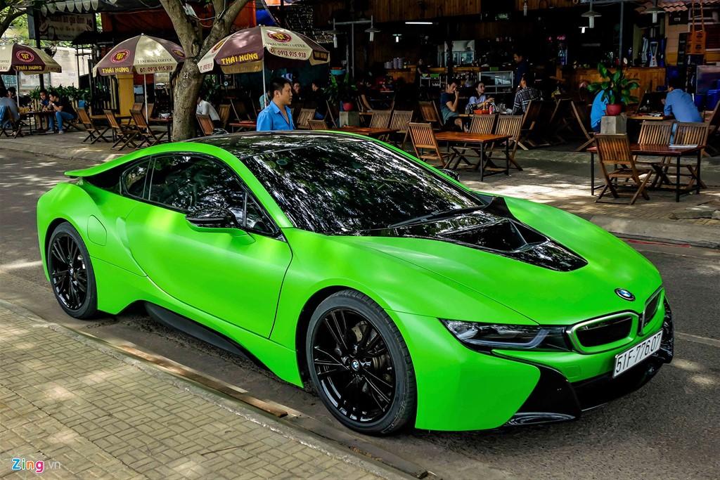 Vào thời điểm mới nhập về, BMW i8 có giá khoảng 7 tỷ đồng. Tuy nhiên hiện nay, những chiếc xe đã qua sử dụng được chào giá khoảng 4,2 tỷ đồng.