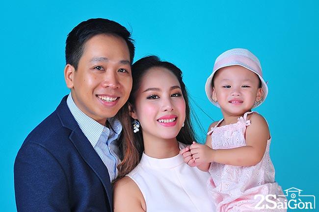 Do Phuong Thao cung chong va con gai 2