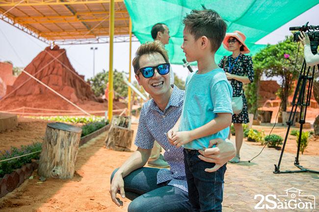 Gia dinh Dang Khoi, Thuy Anh hao hung trai nghiem Cong vien tuong cat14