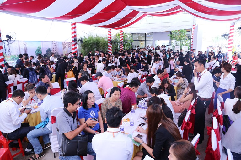 Hàng ngàn khách hàng đả đến tham quan, tìm hiểu dự án