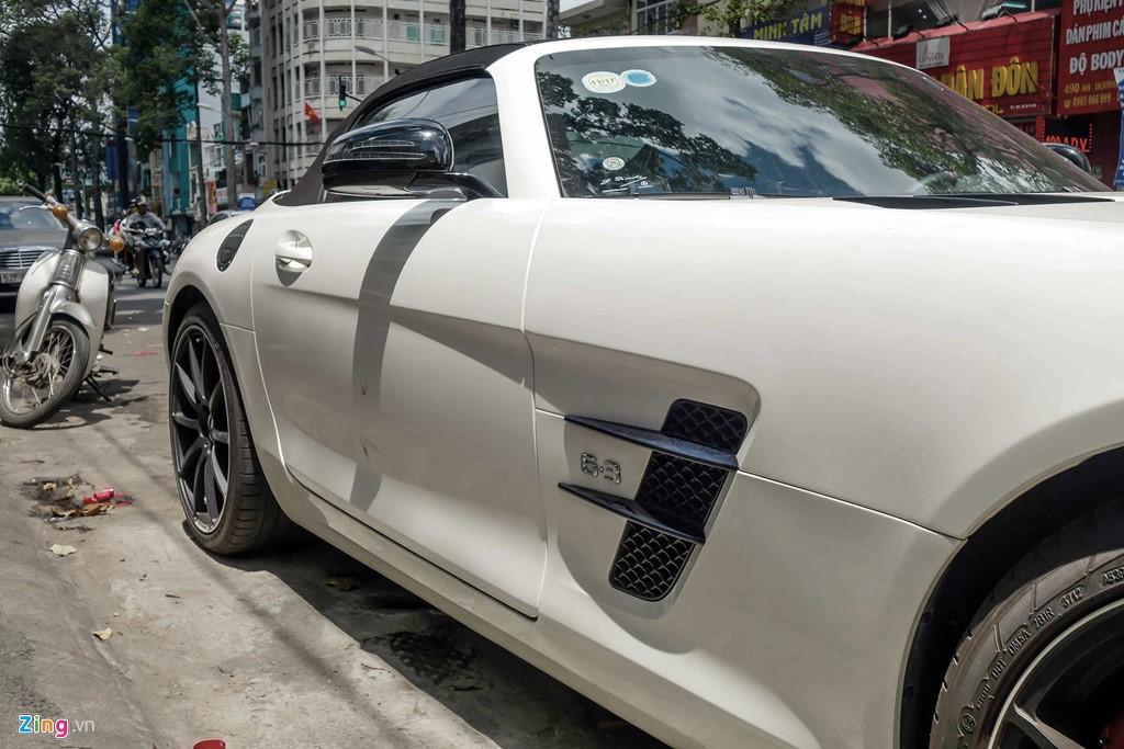 Mặc dù sử dụng động cơ 6.2 lít nhưng xe vẫn được gắn huy hiệu 6.3 nhằm kỷ niệm dòng động cơ 6.3L M100 nổi tiếng của Mercedes - động cơ V8 đầu tiên AMG tự sản xuất.