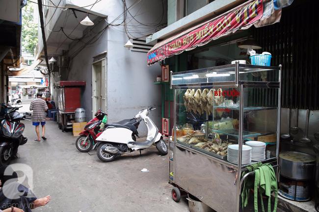 Quán cháo vịt nằm khuất trong hẻm nhỏ Võ Văn Tần.