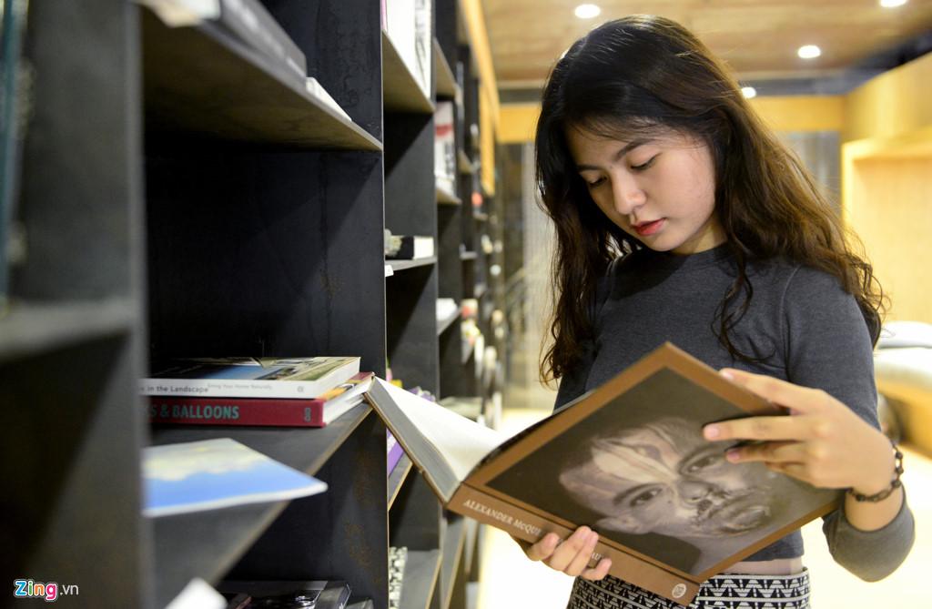 Tố Quyên (sinh viên năm nhất ngành Kiến trúc, ĐH Văn Lang) cho biết khu nghệ thuật được thiết kế rất đẹp, phong phú các hình thức nên đây hứa hẹn sẽ là điểm học tập bổ ích, nơi thưởng thức nhiều tác nghệ thuật cho cô và bạn bè.