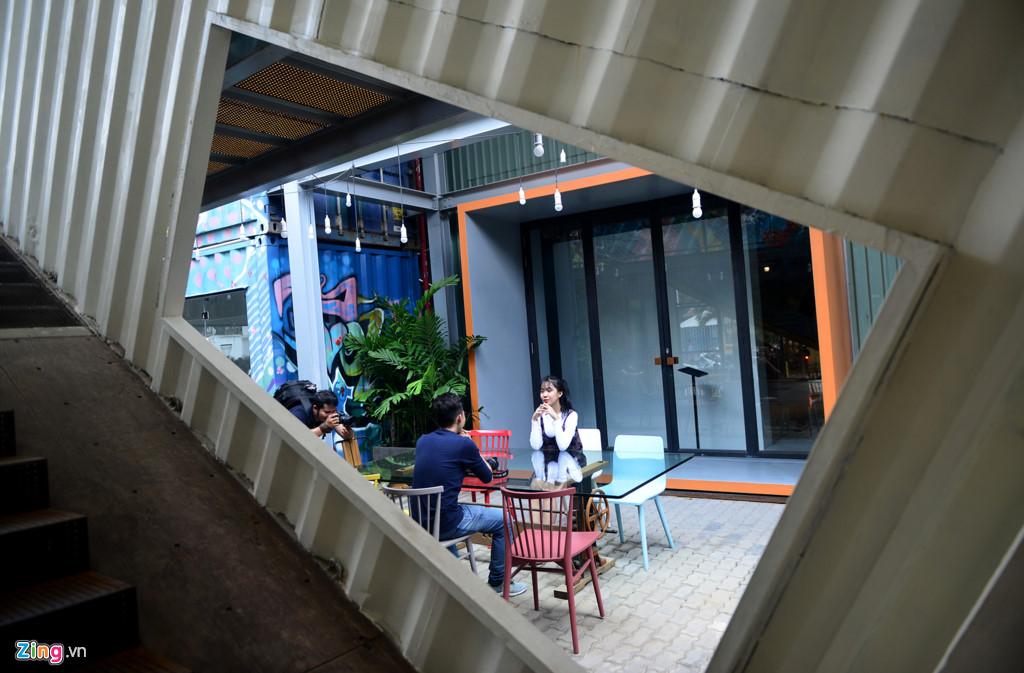 Các khu vực của công trình đều được trang trí đẹp mắt, ấn tượng. Người sáng lập ra trung tâm nghệ thuật đương đại này là nhà thiết kế thời trang Thủy Nguyễn, với những bộ sưu tập lấy cảm hứng từ nét đẹp dân gian.