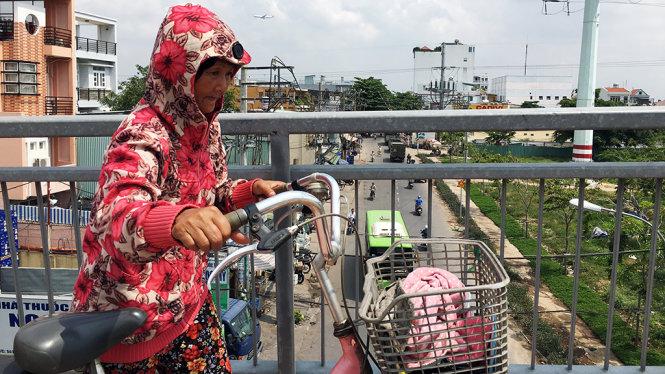 Đi xe đạp cũng trang bị tận răng - Ảnh: Tự Trung