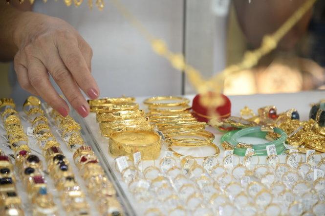 Một cửa tiệm bán vàng, bạc, đá quý, trang sức - Ảnh: TỰ TRUNG
