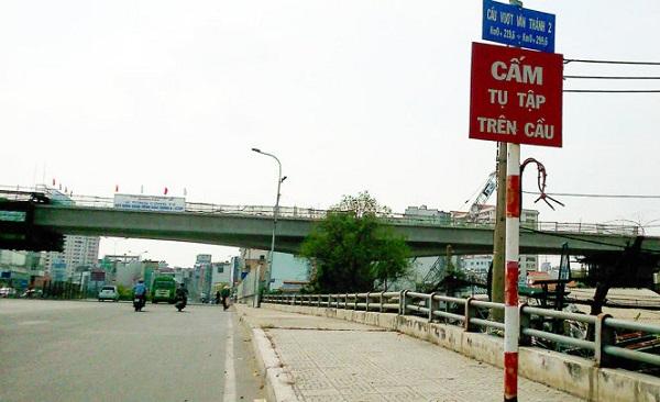 Cầu Văn Thánh bắc qua rạch Văn Thách trên đường Nguyễn Hữu Cảnh, Q.Bình Thạnh, TP.HCM - Ảnh: HỒ TƯỜNG