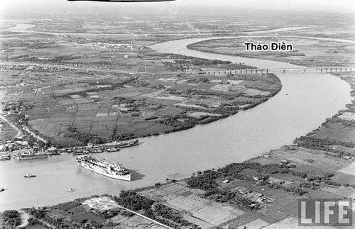 Khu vực cầu Sài Gòn những năm 1960. Ở vị trí quận 2, Bình Thạnh bây giờ thời đó còn hoang vu. Ảnh: Life