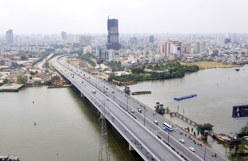 Cầu Sài Gòn hiện nay với một nhánh mở rộng giúp giao thông thành phố thuận tiện hơn. Ảnh: Panoramio