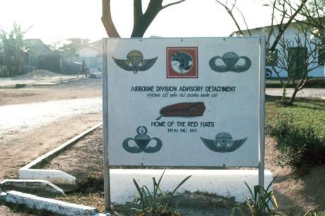 Bảng hiệu bên ngoài Trại Davis, gần căn cứ Tân Sơn Nhất. Ảnh: Oldspooksandspies.org.