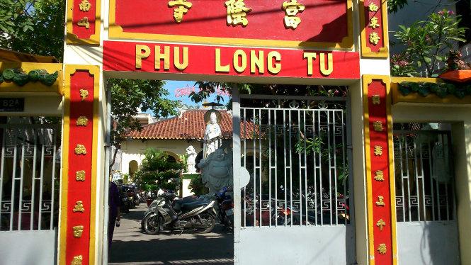 Cổng vô ngôi chùa cổ Phú Long - Ảnh: HỒ TƯỜNG