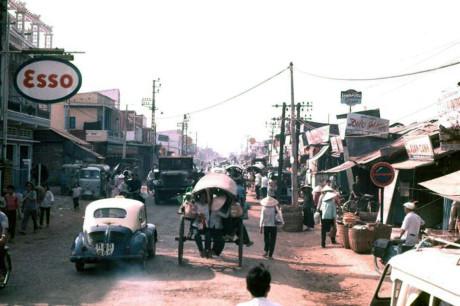 Trên đường Trương Minh Ký, nay là đường Hoàng Văn Thụ. Ảnh: Oldspooksandspies.org.