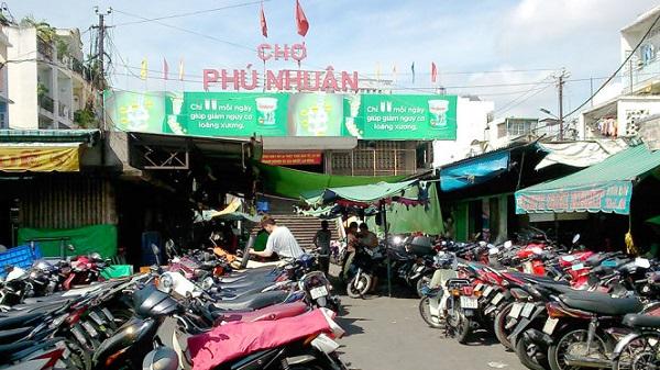 Chợ Phú Nhuận (tức chợ Xã Tài xưa) nằm trên đường Phan Đình Phùng, Q.Phú Nhuận, TP.HCM - Ảnh: Hồ Tường