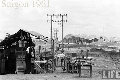 Cầu Sài Gòn khi hoàn thiện năm 1961. Ảnh: Life