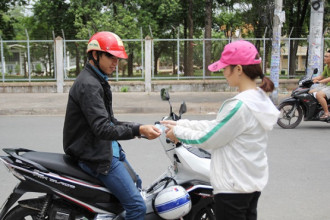 Tất cả lái xe đều là sinh viên thuộc Đại học Quốc gia. Ảnh: Thái Nguyễn.