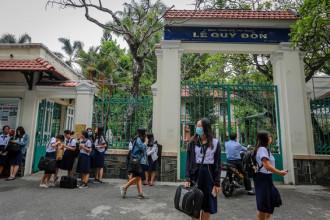 Trường THPT Lê Quý Đôn (quận 3, TP HCM) được thành lập năm 1874 và hoàn thành năm 1877, với tên gọi Collège Indigène (Trung học bản xứ), không lâu sau đổi tên thành Collège Chasseloup Laubat, theo tên của Bộ trưởng Bộ Thuộc địa Pháp lúc bấy giờ, nhằm phục vụ nhu cầu đào tạo con em người Pháp. Đây là trường trung học đầu tiên ở Nam Bộ.