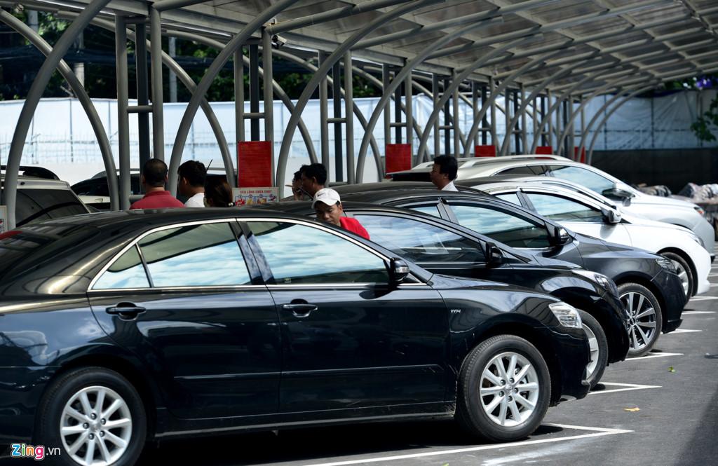 """Còn anh Hà Vinh Duy (quận 6, TP HCM), người gửi bán xe cho hay: """"So với cách truyền thống gửi bán ở các cửa hàng với giá cao, thì mô hình này cũng tạo điều kiện thuận lợi cho người muốn bán về chi phí rẻ và thời gian thoải mái để bán một chiếc xe""""."""