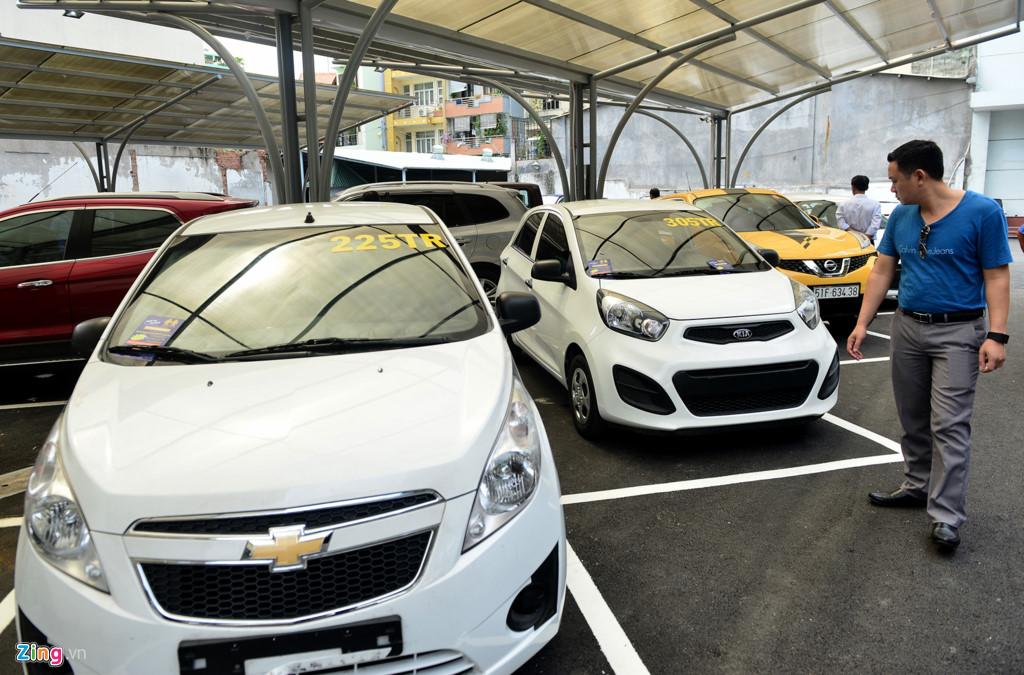 Trong ngày đầu giao dịch, chợ xe kiểu Mỹ xuất hiện khá nhiều xe đã qua sử dụng xuất xứ Hàn Quốc, Mỹ, Nhật, Đức..