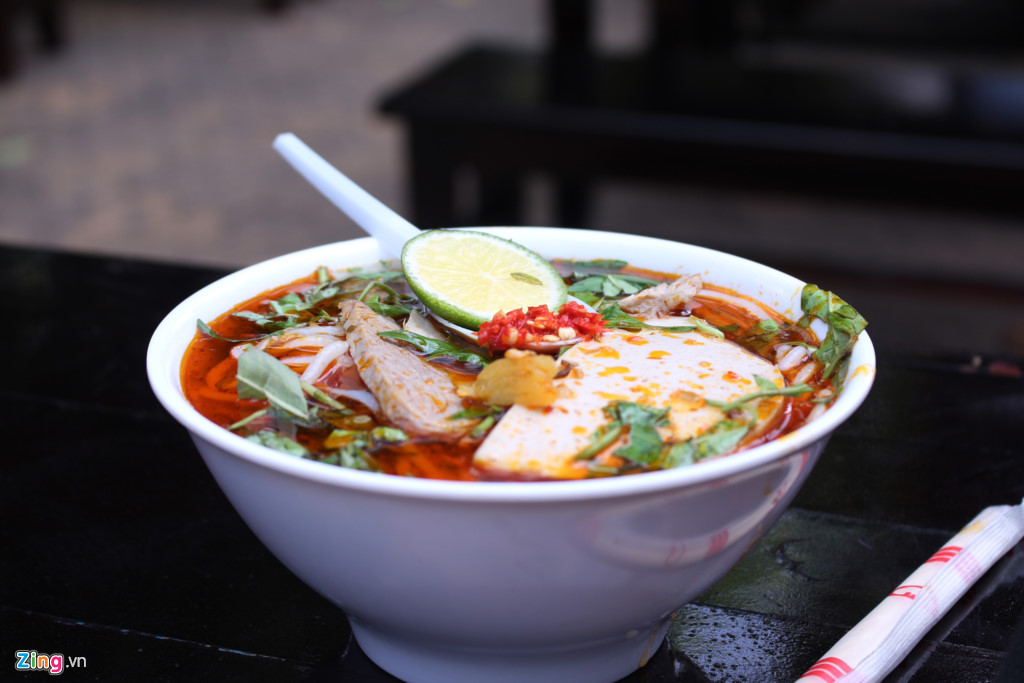 Các món ăn miền Trung như bún bò Huế, mì Quảng... cũng nhận được nhiều sự quan tâm của khách. Giá một tô như trong hình là 45.000 đồng.