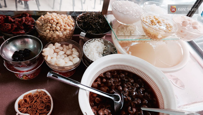 Món chè thạch là món chính ở quán, có mức giá dao động từ 15.000 -17.000 đồng.