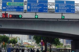 Giao lộ Nguyễn Thái Học - Võ Văn Kiệt, quận 1, TP.HCM đã được lắp biển báo song ngữ Việt .
