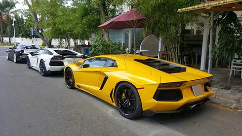 Bộ đôi Lamborghini Aventador.