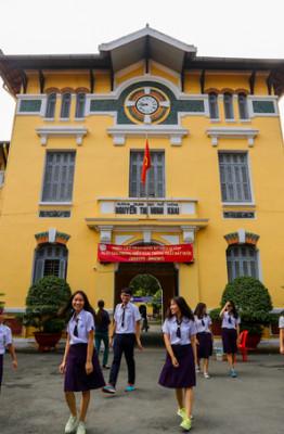 Trường THPT Nguyễn Thị Minh Khai (quận 3) được thành lập năm 1913, là trường lâu đời thứ 2 ở Sài Gòn, chỉ sau THPT Lê Quý Đôn. Sau hai năm, trường xây dựng xong và có tên chính thức là Collège Des Jeunes Filles Indigènes (Trường của những thiếu nữ bản xứ).