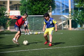 Trẻ em sẽ thật hạnh phúc khi được tham gia môn thể thao mình yêu thích - Ảnh: QUANG ĐỊNH