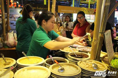 Món chè truyền thống của Việt Nam thu hút nhiều thực khách.
