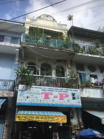 Căn nhà xưa kia là tiệm thuốc đông y Nhị Thiên Đường nay đã đổi chủ